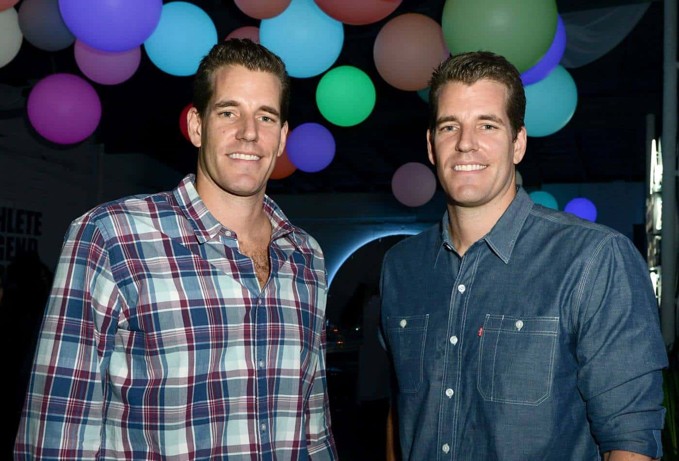 Winklevoss Twins Advice Zuckerberg to Work with Regulators