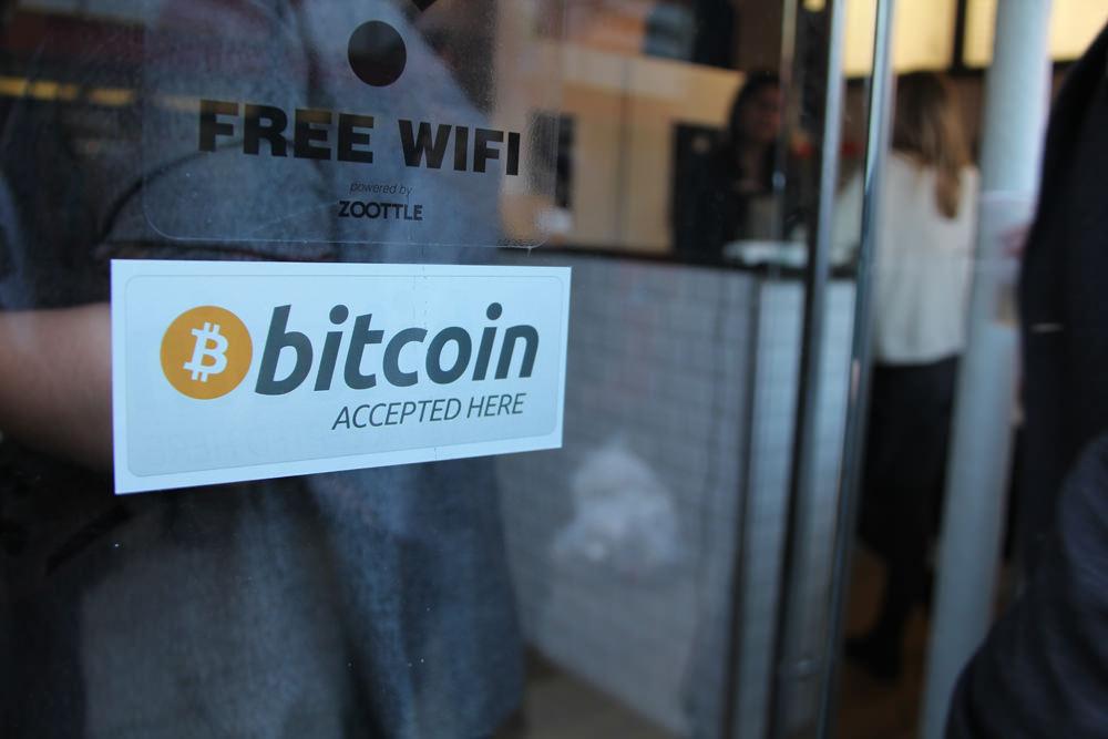 Resultado de imagen para bitcoin accept here